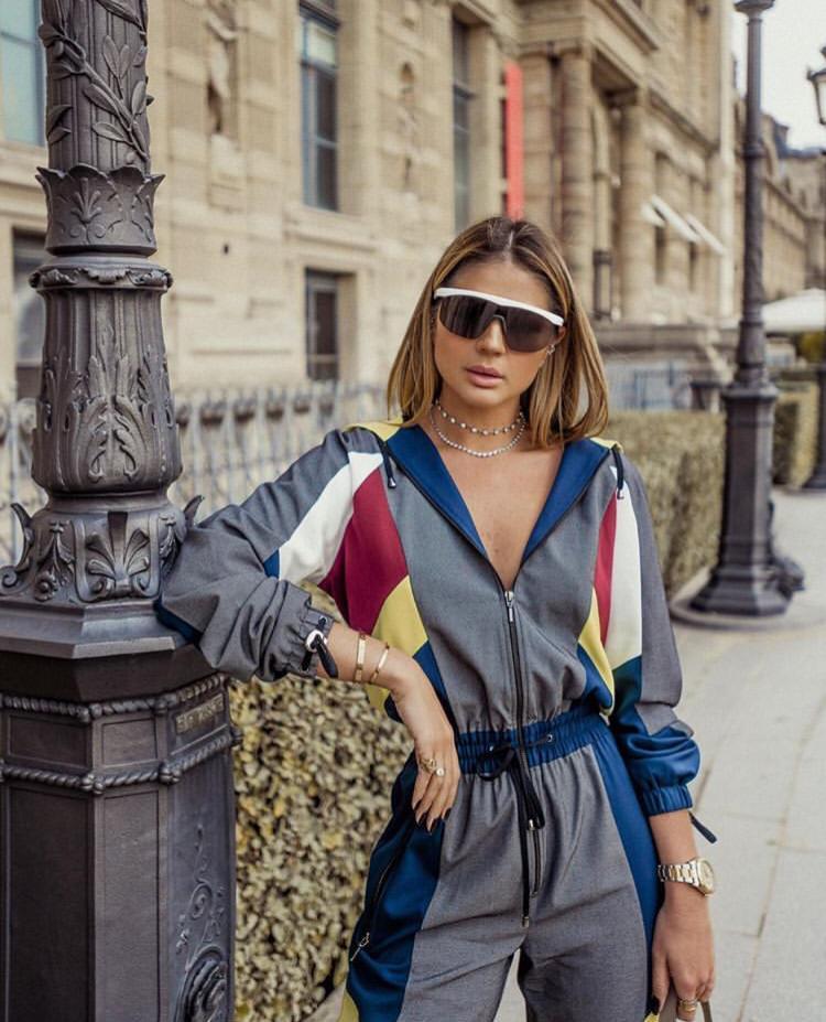 """1e75ef5408f9f ... de Primavera Verão 2019 da Gucci, os óculos máscara viraram """"o""""  acessório de celebs e influencers. Aquela peça que não pode faltar na mala  de verão."""