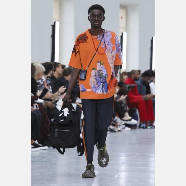 dc42717d6e DIVERSIDADE FASHION A Calvin Klein lançou recentemente o Pride Underwear,  que está disponível nas cores da bandeira que representa a luta LGBTQ+  encontrada ...